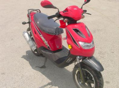 BKM sccoters brings you the Xenon motor scooter, 50cc scooter with raw power and Vento quality, Strada 2 stroke scooter at a super price.